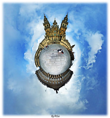 La meta es solo el principio. # 2 (laluzdivinadetusojos) Tags: santiago way james spain camino 360 galicia projection compostela stereography peregrino obradoiro mercator pilgrimnage