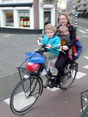 mom and three kids on omafiets (@WorkCycles) Tags: amsterdam kids children mom three kinderen mama drie omafiets kindervervoer mamafiets