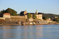 Akerhus in Bright Sunshine (groecar) Tags: castle castles oslo norway harbor europe cityscape cityscapes fortress oslofjord akerhus osloharbor oslocastle europeancastle aherhusfortress europeanharbor