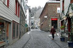 Monschau (Germany) (Gnter Hentschel) Tags: schnee winter d50 germany deutschland nikon europa eifel alemania altstadt allemagne monschau germania d40 montjoie eifelperle