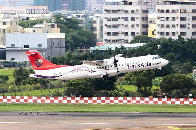 兄弟我知道你的心情跟我一樣, 嘖嘖 (此班機僅與GE235同型) B-22815 TransAsia Airways ATR 72-600