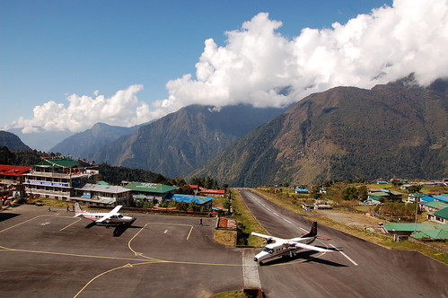 """Everest Base Camp - lotnisko w Lukli <a style=""""margin-left:10px; font-size:0.8em;"""" href=""""http://www.flickr.com/photos/125852101@N02/16540257571/"""" target=""""_blank"""">@flickr</a>"""