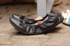 Voute plantaire (leblondin) Tags: shoes zapatos curved schuhe chaussures sapatos curvo gebogen ballerines incurv