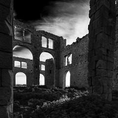 La mannara.... (Massimo Distefano) Tags: monochrome pietra rudere rovine montalbano camilleri pisciotto sampieri mannara fornacepenna