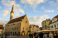 The Town Hall in the Town Square. (Jonan G.E) Tags: architecture canon europe estonia baltic medieval historic oldtown tallin medievalcity canon40d jonanesguerra