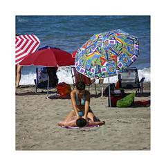 Playeando... (ngel mateo) Tags: espaa woman man beach umbrella andaluca mujer spain sand waves playa towel arena shore massage andalusia sombrilla olas almera hombre cabodegata mediterraneansea orilla toalla marmediterrneo masaje ngelmartnmateo ngelmateo
