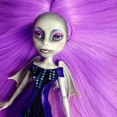 LOOK AT HER MAJESTIC HAIR OMG  OMG guys I'm in love !!! So madly deeply do  look at that soft but still a lil bit bitchy face and her wonderful long SUPER long hair  (MyMonsterHighWorld) Tags: monster high custom mattel rochelle 2016 goyle