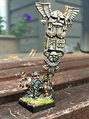 LE Dwarf standard bearer (Carjohrud) Tags: dwarf warhammer gamesworkshop citadelminiatures whfb