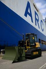Caterpillar bulldozer (DST_1905) (larry_antwerp) Tags: euroports pctc caterpillar bulldozer honor 9126297 roro arc antwerp antwerpen       port        belgium belgi          schip ship vessel