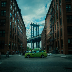 Manhattan bridge. (5AAAAM) Tags: manhattan bridge manhattanbridge dumbo taxi nyc ny new york newyork art square city cityscapes cityscape landscapes landscape landmark beautiful outdoor travel snapshot cloud sky street nikon d800 nikond800