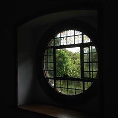 Circular window (Inkysloth) Tags: architecture kent craft redhouse morris williammorris artsandcrafts preraphelite beesqueezings
