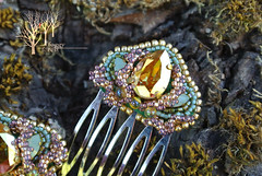 twin combs Color of summer_5 (~Gilven~) Tags: green gold beads jewelry bead swarovski comb beading swarovskicrystals beadembroidery japanesebeads foggyforest