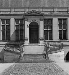 Entrance (Wipeout Dave) Tags: france building architecture reims francais palaisarchiepiscopal wipeoutdave canoneos1100d davidsnowdonphotography djs2015