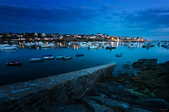 Le Conquet in Blue (Tony N.) Tags: bretagne britanny france finistre le conquet leconquet bluehour heurebleue blue port light lumire muret wall boats bateaux kermovan poselongue longexposure d810 vanguard tonyn tonynunkovics crpuscule cte rivage mer sea littoral