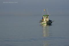 Faenando (Guervs) Tags: sea espaa beach work boat mar trabajo seaside fishing andaluca spain mediterranean barco playa costadelsol andalusia mediterrneo mlaga marbella pescadores seamen fishmen