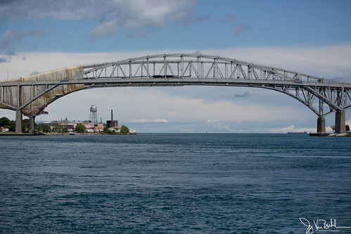 27/52-1: Blue Water Bridge