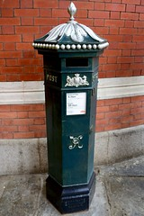 England 2016  Windsor  Penfold pillar box (Michiel2005) Tags: uk greatbritain england mailbox post mail unitedkingdom britain letters windsor letterbox royalmail berkshire vr engeland pillarbox penfold brievenbus vk brieven grootbrittanni verenigdkoninkrijk