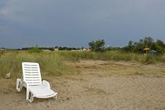 Croatie / Croatia, 2008 (Joseff_K) Tags: mer beach coast deckchair croatia parasol cote plage croatie transat beachumbrella seigedeplage