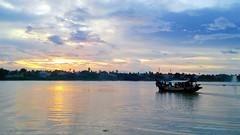 Sunset boatride (draskd) Tags: sunset ferry evening kolkata rivercrossing boatride ganges