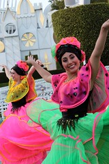 Soundsational-Flower Dancers (thelesliebelle) Tags: disneyland disney entertainment threecaballeros soundsational mickeyssoundsationalparade donaldsfiestafantastico flowerdancers
