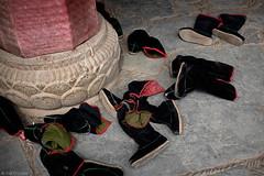 Footwears (oeyvind) Tags: china amdo xiahe  gansu   gannan    chn gelugpa gelug sangchu