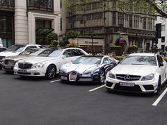 Londres 2013 Parking !!! (descartes.marco) Tags: whitecar londonsupercar bugattisupercar londresparking amgc63mercedes