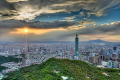 Cloudy Sunset 秋容浩蕩夕雲高 (Sharleen Chao) Tags: city autumn sunset urban building horizontal skyline clouds skyscraper canon landscape day cityscape cloudy outdoor taiwan nopeople 101 sunburst taipei taipei101 台灣 雲 hdr 風景 sunflare highangle 台北101 capitalcity 1635mm 九五峰 canoneos5dmarkiii 日芒