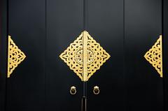 Senso-ji Temple - Detalles (II) (Picardo2009) Tags: door japan sensoji tokyo puerta gate asakusa japon porton sensojitemple pestillo