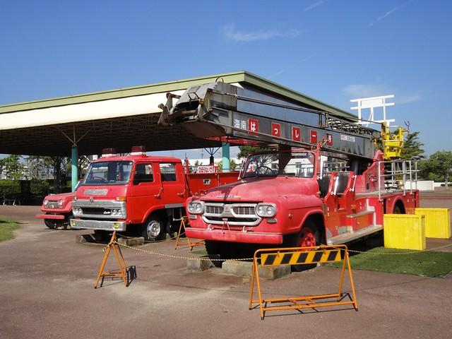 昔使われていたレトロ消防車が展示されています。|海南こどもの国