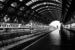 Ciao, tornando in poche settimane. (alliance1) Tags: bw italy milan lines contrast curves cannon 24105mm 40d