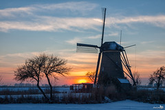 Museum Mill at Sunset (BraCom (Bram)) Tags: trees winter sunset snow holland mill ice windmill museum clouds barn canon fence zonsondergang bomen sneeuw nederland thenetherlands wolken unesco explore kinderdijk alblasserwaard worldheritage hek ijs windmolen zuidholland southholland schuurtje canoneos5d werelderfgoed canonef24105mm museummolen museummill bracom nederwaard5 bramvanbroekhoven
