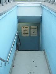 Der Genitiv ist dem Kassenautomat sein Tod (mkorsakov) Tags: city blue sign bahnhof schild blau hellblau hbf dortmund innenstadt lightblue parkhaus genitiv kassenautomat