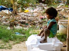 slum home2 (guillaume_bardet) Tags: nikon enfant slum newdelhi guillaumebardet