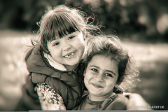 Smile-Girls (Photocreatief.de) Tags: girls white black smile photoshop fotograf fotografie little joy mdchen lcheln freude      schwarzweis kreative zahnlos 500px