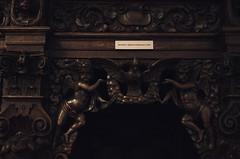 Geel, Vlaanderen, St.-Amandskerk, confessional, detail (groenling) Tags: wood boy angel nude belgium dove belgi carving be cherub engel confessional geel woodcarving flanders kempen duif vlaanderen biechtstoel knaap hechtermans stamandskerk