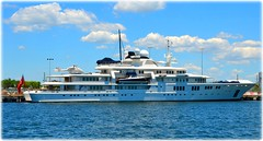 Mega Yacht Tatoosh docken in St Petersburg, Florida (lagergrenjan) Tags: mega yacht tatoosh st petersburg harbor florida