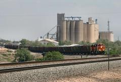 Fertz empties to the Apache (knutsonrick) Tags: apache texas grain westtexas hereford bnsf grainelevators bnsfrailway hollysugar apacherailroad fertilizerhoppers