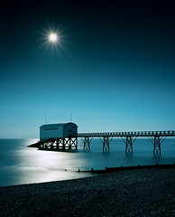 Moonscape II [Explored] (Langstone Joe) Tags: longexposure moon seascape coast westsussex shingle shore astrophotography moonlight selsey moonscape starburst chichester lifeboatstation selseybill