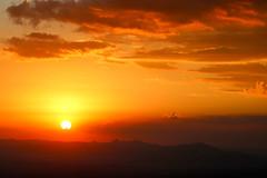 Serra da Moeda (Johnny Photofucker) Tags: sunset cloud sun sol clouds tramonto nuvole nuvola prdosol nuvens sole nuvem lightroom entardecer serradamoeda serradoespinhao