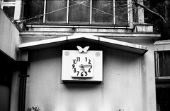 butterfly time (troutfactory) Tags: blackandwhite bw clock film monochrome japan butterfly rangefinder  osaka analogue kansai ilforddelta400  minoh   50mmnokton minoo    voigtlanderbessat