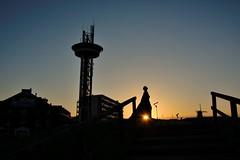 monument groeneBoulevard Vlissingen met opkomende zon (Omroep Zeeland) Tags: monument boulevard groene zon vrouw vlissingen arsenaal opkomende