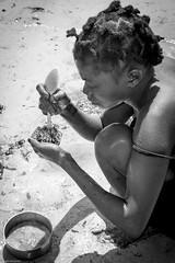 Preparing the lunch... (Srgio Miranda) Tags: africa street people urban beach photography photo streetphotography fujifilm mozambique moz pemba travelphotography x100 fujix sergiomiranda x100t fujix100t