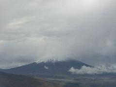 """Vol Panama City-Quito: en approchant de Quito, nous apercevons le sommet enneigé d'un volcan <a style=""""margin-left:10px; font-size:0.8em;"""" href=""""http://www.flickr.com/photos/127723101@N04/27407575716/"""" target=""""_blank"""">@flickr</a>"""