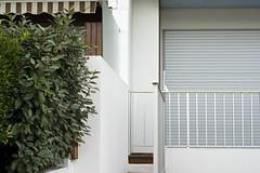 France (La Baule), 2010 (Joseff_K) Tags: balcony hedge shutter balcon haie volet lebaule