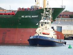 Forth (urbanfox55) Tags: forth tug bulkcarrier portofsunderland hcjettemarit
