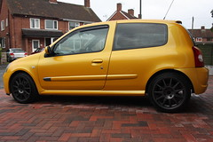 LY 182 28-06-16 004 (AcidicDavey) Tags: yellow clio renault liquid 182 renaultsport
