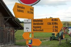 Wegweiser Niedermuhlern ( BE - 829m - Standorttafel Berner Wanderwege ) bei Niedermuhlern im Kanton Bern der Schweiz (chrchr_75) Tags: hurni christoph schweiz suisse switzerland svizzera suissa swiss chrchr chrchr75 chrigu chriguhurni chriguhurnibluemailch juli 2016 juli2016 kanton bern kantonbern standorttafel standort tafel markierung wegweiser berner wanderwege wanderweg site map plan du mappa del sito sidkarta sivustokartta wanderwegweiser bernerwanderwege wanderwegmarkierung trail hiking hikingtrail albumstandorttafelsammlung