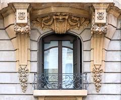 Barcelona - Via Laietana 053 c (Arnim Schulz) Tags: barcelona espaa art window architecture liberty ventana spain arquitectura arte fenster kunst catalonia finestra artnouveau gaud architektur catalunya espagne fentre modernismo catalua spanien modernisme jugendstil espanya katalonien stilefloreale belleepoque baukunst