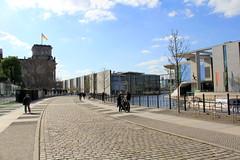 Street view of Berlin (L. Felipe Castro) Tags: city berlin germany photographer capital berlim alemanha fotografo luizfelipecastro luizfelipedasilvadecastro