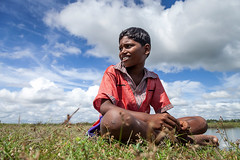 @ Nerumbur (bmahesh) Tags: portrait sky people india smile grass canon kid village chennai mahesh canonef24105mmf4isusm canoneos5dmarkii maheshphotography kanchipuramdistrict bmahesh wwwmaheshbcom nerumbur tirukkalukunramtaluk